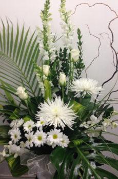 Corbeille funéraire blanche avec orchidée