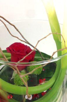 Montage de lys Calla et Rose rouge