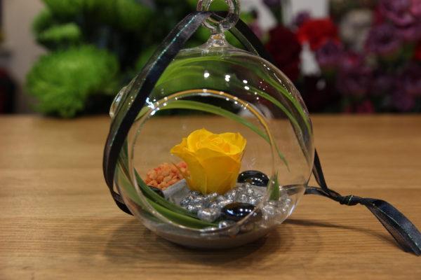 Rose éternelle jaune miniature suspendue